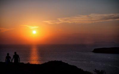 Santorini Honeymoon – Romantic Tours and Activities to Celebrate your Love